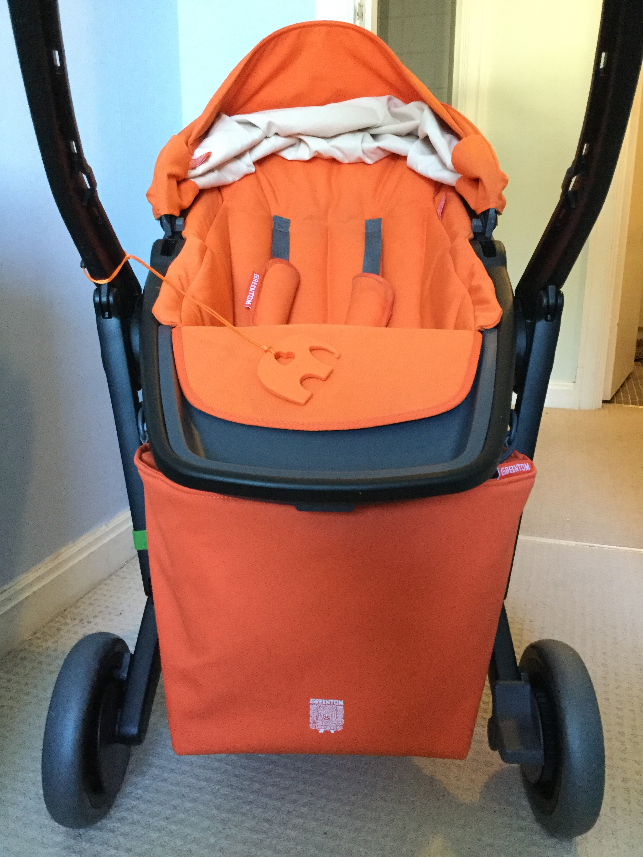 Greentom 100% recycled Dutch designed eco shopping bag that attaches to baby buggy in seconds. Made from plastic bottles in an array of bright colours